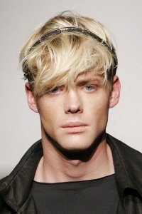 messey-fringe-mens-hairstyle